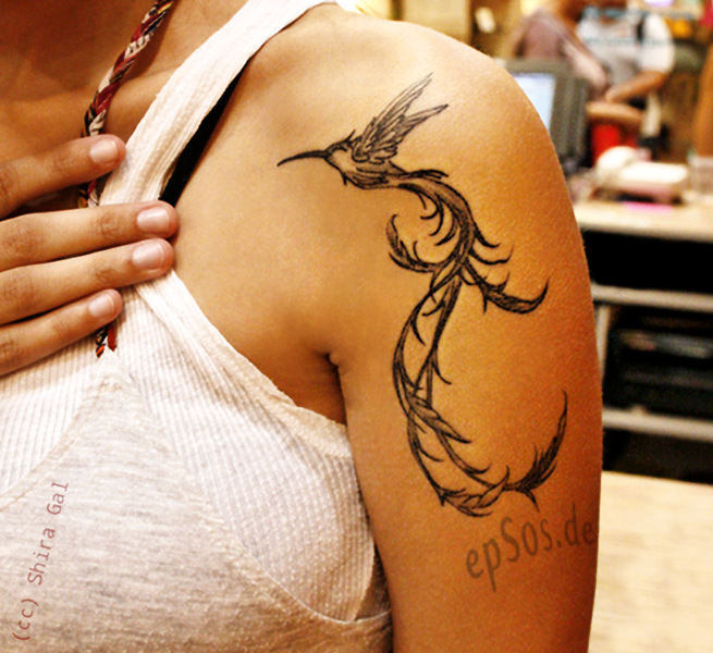 Best bird design idea on female shoulder tattoo for women.