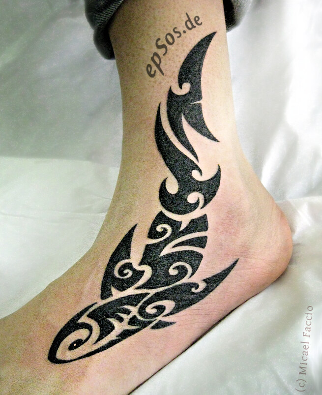 Fish tattoo design idea for tatoos feet.