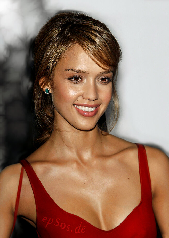 Short haircuts rescue <b>Jessica Alba</b> - jessica-alba-with-short-haircut